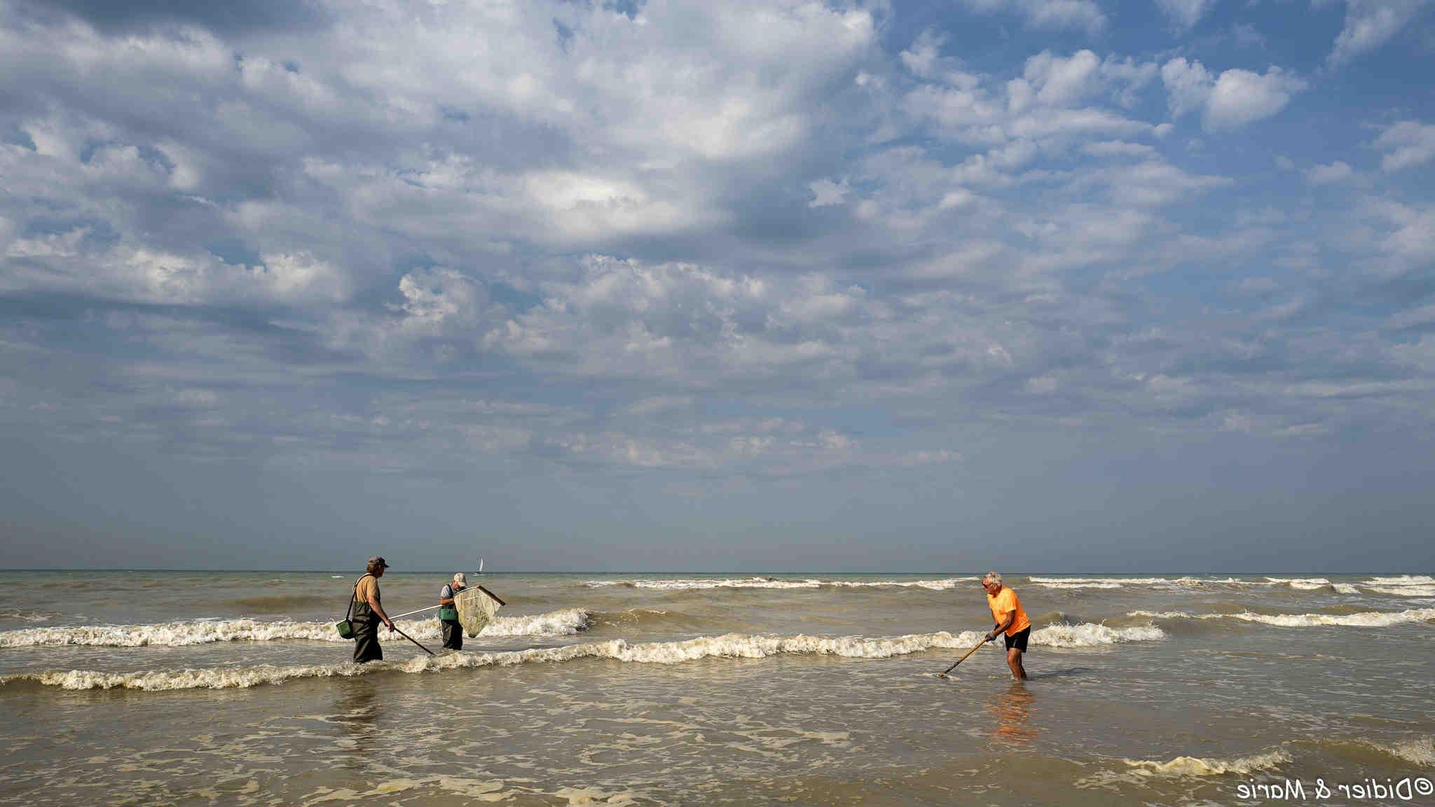 Comment installer des filets de pêche sur la plage?